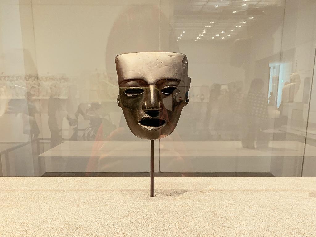 Musk with a human face  Mexico 150-550 CE, H. 18cm; black stone, Musée du quai Branly - Jacques Chirac