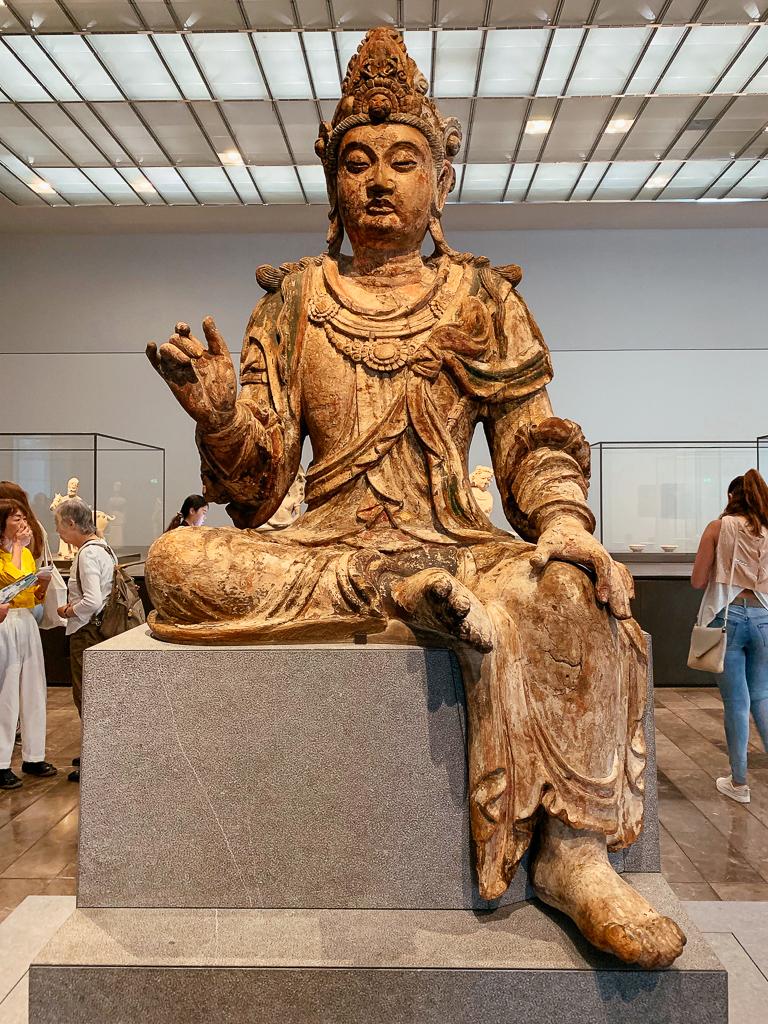 Seated Avalokiteshvara (Guanyin)، China, Shanxi province, 1050-1150, H. 175 cm, Painted and gilded wood, Louvre Abu Dhabi, LAD 2018.001