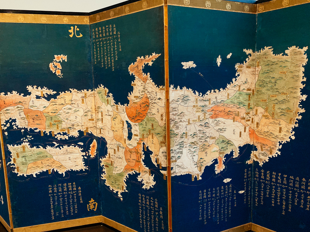 Pair of folding screens with maps of Japan and the World Japan c. 1690, H. 104.5, W. 267 cm; ink colours and gold on paper, LOUVRE ABU DHABI