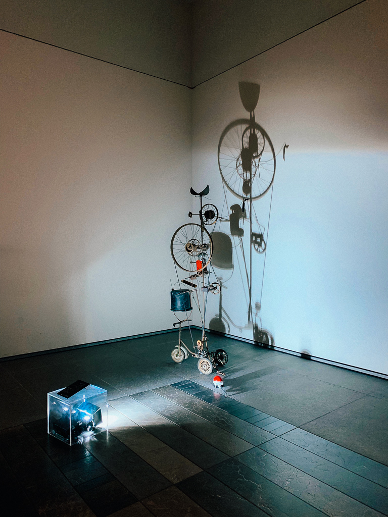 "Jean Tinguely Orange press ""a+b"" France 1960 H. 120 cm; metal, tricle, wheels, orange juiice, bucket, wood, motor, fabric, wire Louvre Abu Dhabi"