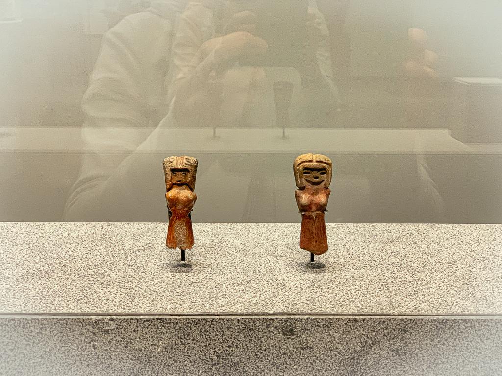 Female figure: fertility symbol Valdivia culture, Ecuador 3000-2000 BCE, H 8.5cm; modelled and painted terracotta, Musée du Louvre