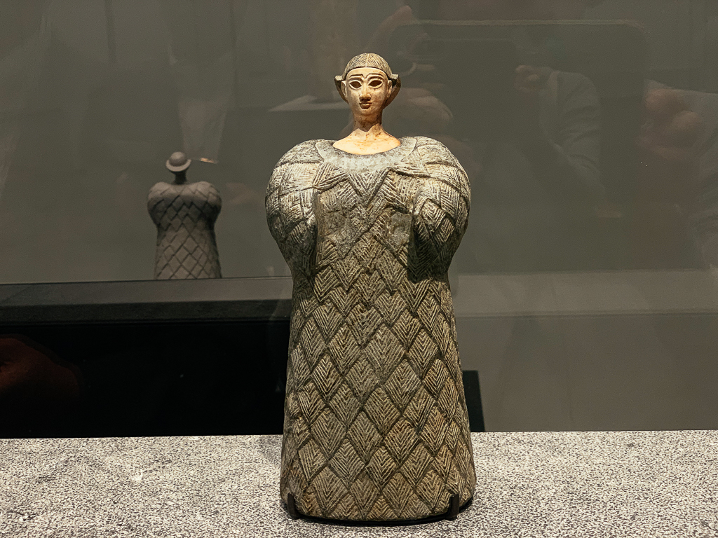 Woman dressed in a woollen garment, Central Asia, Bactria, 2300–1700 BCE, H. 25.3 cm; chlorite, calcite,