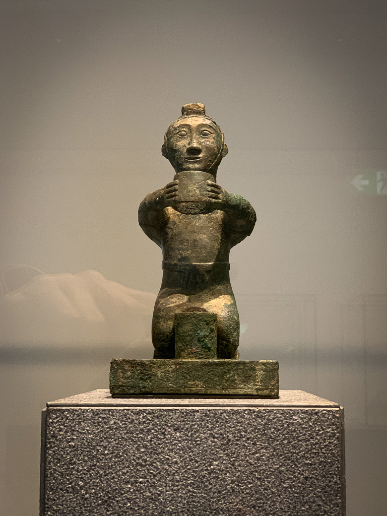 Candle holder in the form of a kneeling figure China 475-221 BCE, H. 22.5 cm; bronze, LOUVRE ABU DHABI  ry3