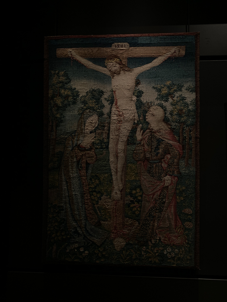 Crucifixion of Christ (Calvary) Belgium, Brussels C 1520, H. 105.5, W. 70 cm; tapestry made from wool, silk and gold thread, Musée national du Moyen Âge - Thermes de Cluny