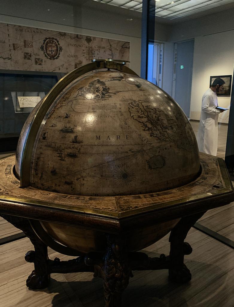 Vincenzo Coronelli, Illustrated terrestrial globe, Italy, Venice, 1697, H. 146, Diam. 107 cm, wood, copper, paper, plaster, canvas, Bibliothèque nationale De france