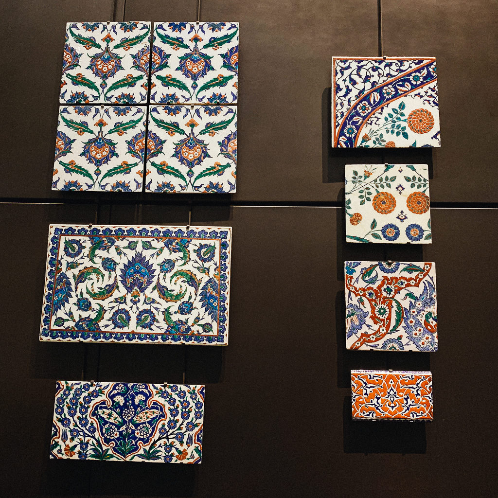 Tiles with lotus flowers and leaves in the saz style Turkey,, Iznik 1575-80, ceramic with painted under glaze decoration, LOUVRE ABU DHABI