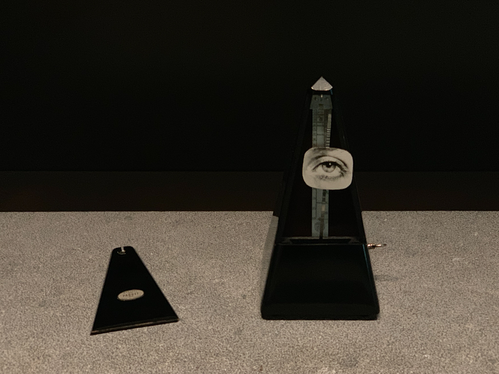 Indestructible object MAN RAY France 1959 H. 22.2 cm; metronome,photographic print Centre Pompidou - Musée national d'art moderne